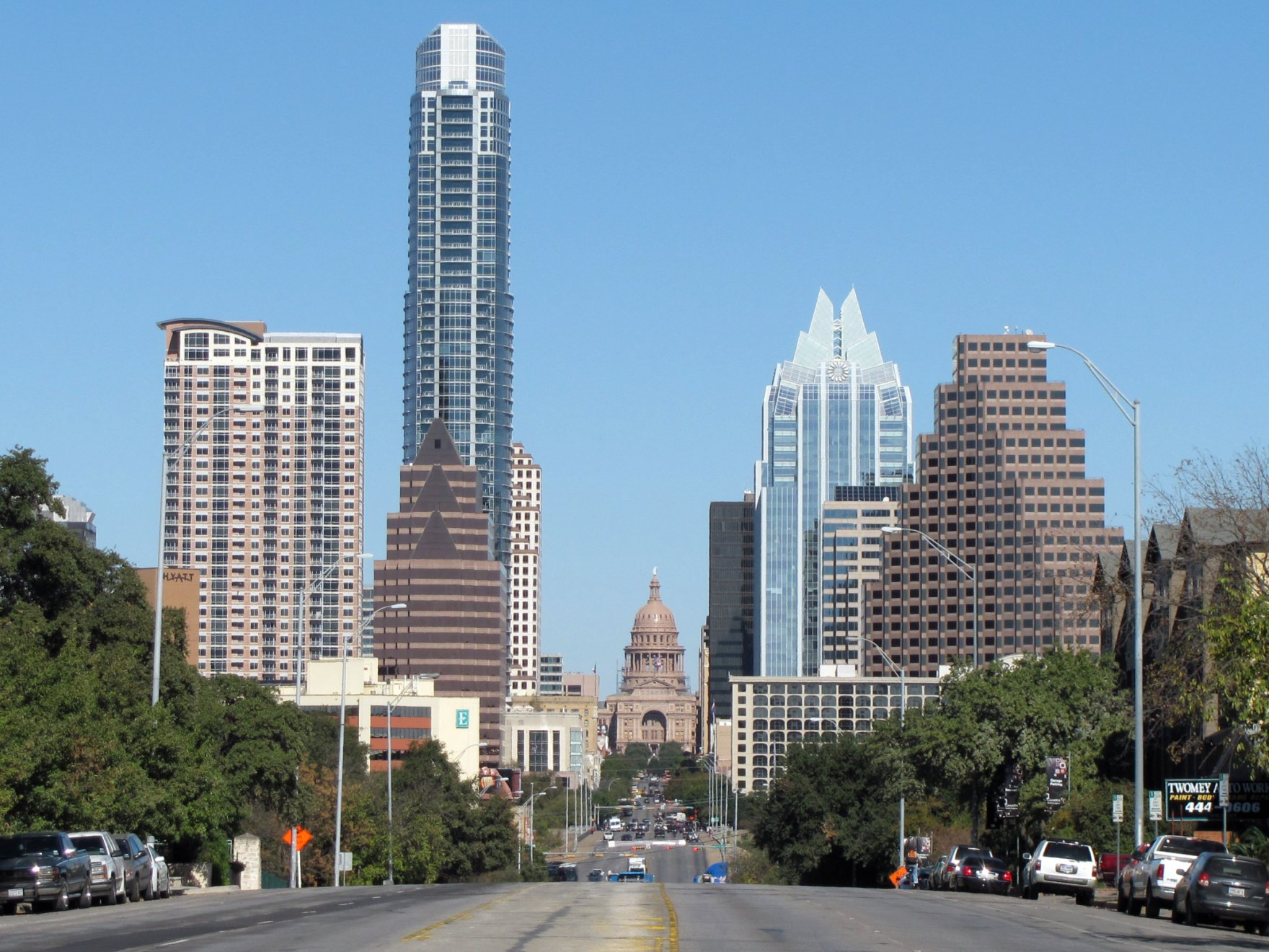 image of downtown austin - street and buildings